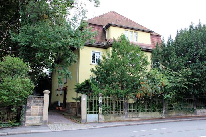 2 - Zimmer-Wohnung am Großen Garten