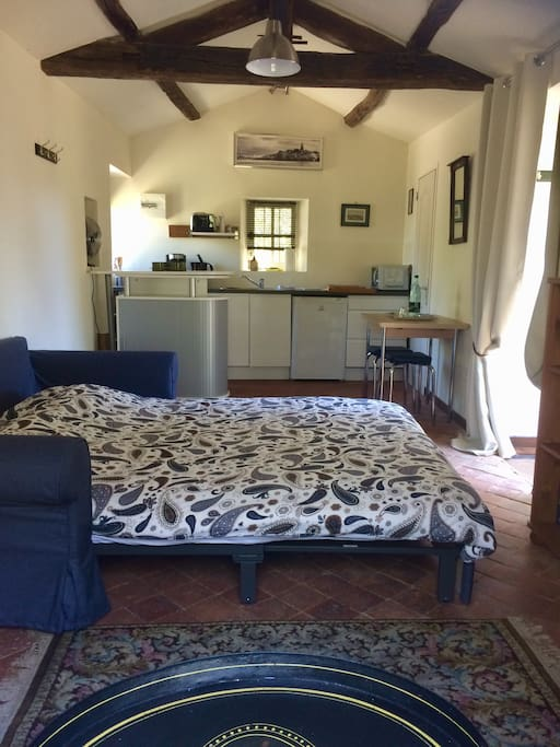 Cosy 'Cabanon' with double bed and romantic fireplace