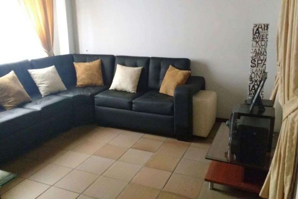 Beautiful black three piece sofa, relax and enjoy medellin.