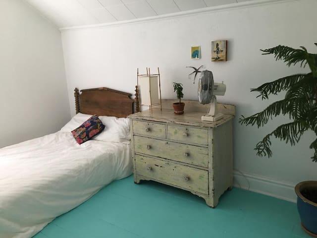 Charming 2 bedroom house in Belfountain