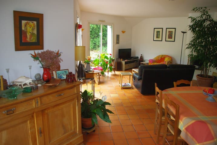 Bedroom & breakfast for 2 or 3 - Saint-Léger-des-Bois - Casa