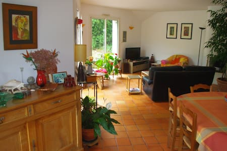 Bedroom & breakfast for 2 or 3 - Saint-Léger-des-Bois - Rumah