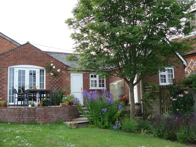 Double/twin - traditional village - Great Bedwyn - Hus