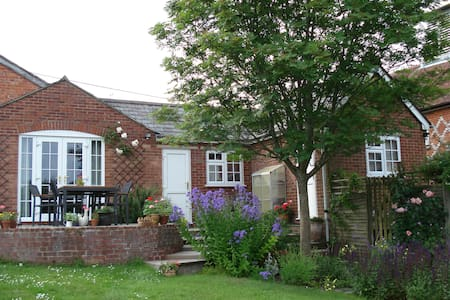 Double/twin - traditional village - Great Bedwyn