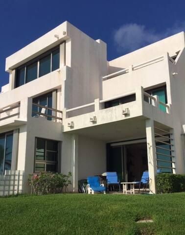 Hermosa Villa a la Orilla del Mar Caribe - Cancún  - Villa