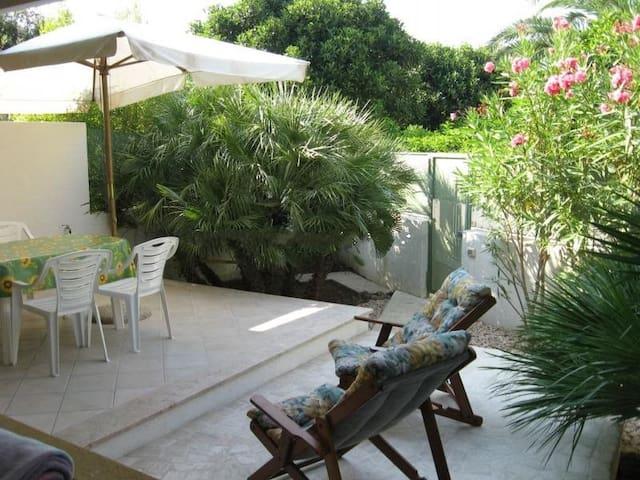 Villetta con giardino, vicinissima alla spiaggia
