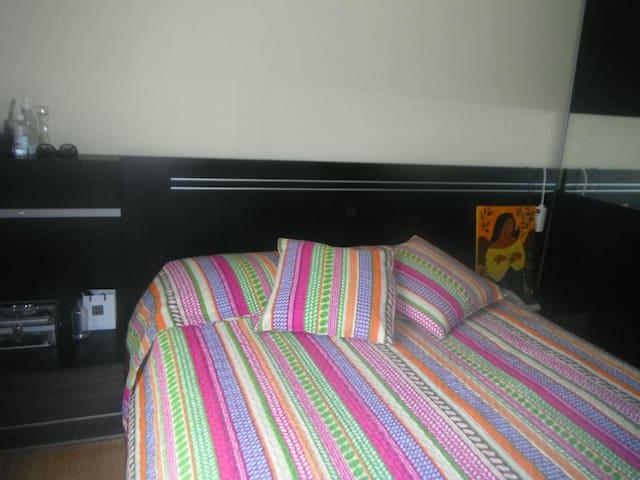 Apto. de 2 dormitorios con parking. - Vitoria-Gasteiz - Apartment