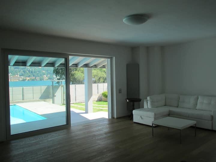 Esclusiva Villa a Lago con piscina