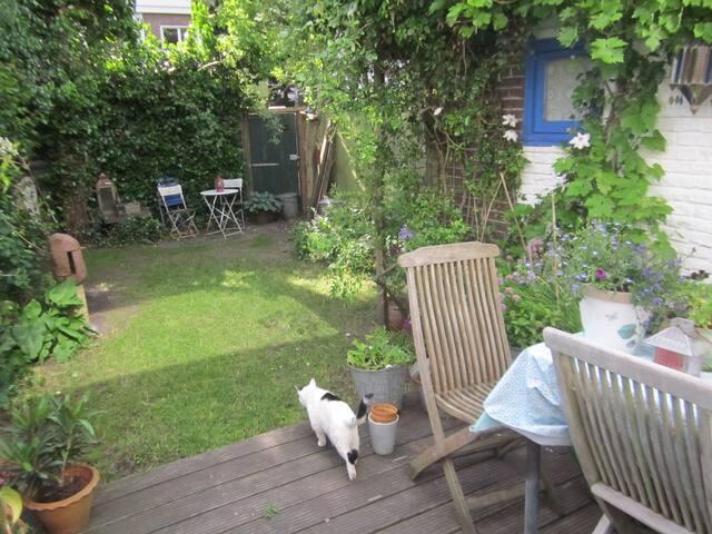 Familiehuis met romantische tuin.