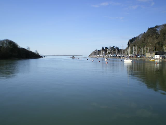 Picturesque Harbour View Retreat - Porthmadog - House