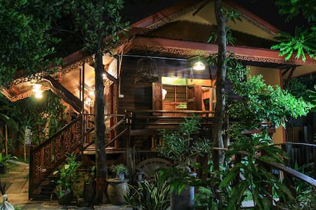 Fahsai Homestay  Wooden Thai style with DIY Coffee - Hus