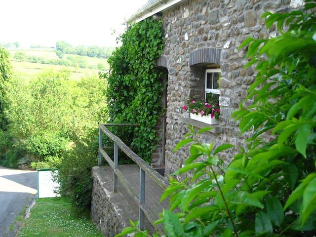 Y Stabl Cottage Llanerchindda