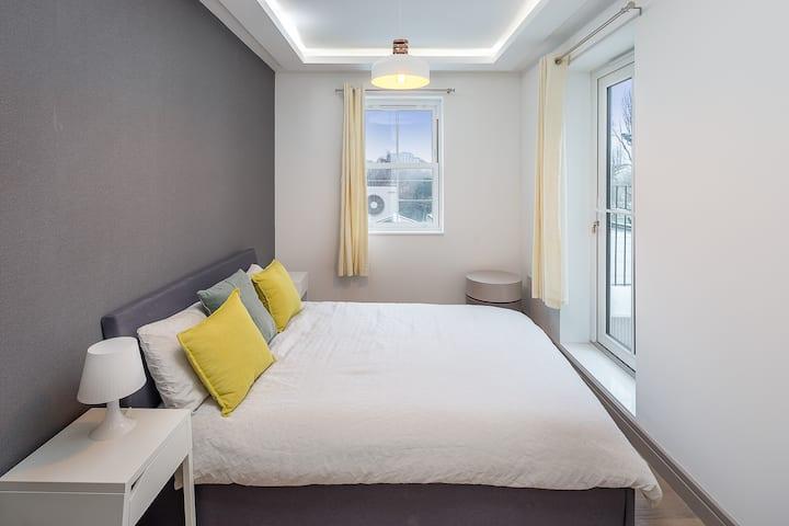 Designer 2 bed flat - Easy reach of Paddington