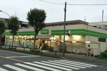 supermarket opens from 9:00 to 21:00