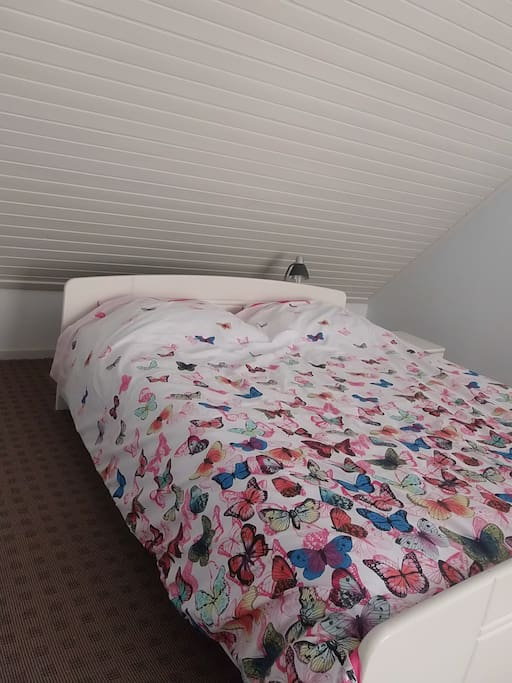 bed 200/160cm with a hughes deck of 220/200cm