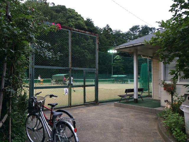 Only 3 minutes to tennis court. ( need to make a reservation )