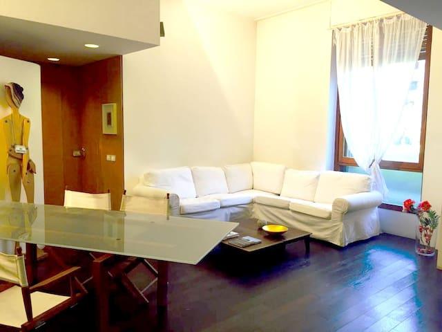 Stanza con bagno in casa feng-shui c/o HSR - Segrate - Apartment