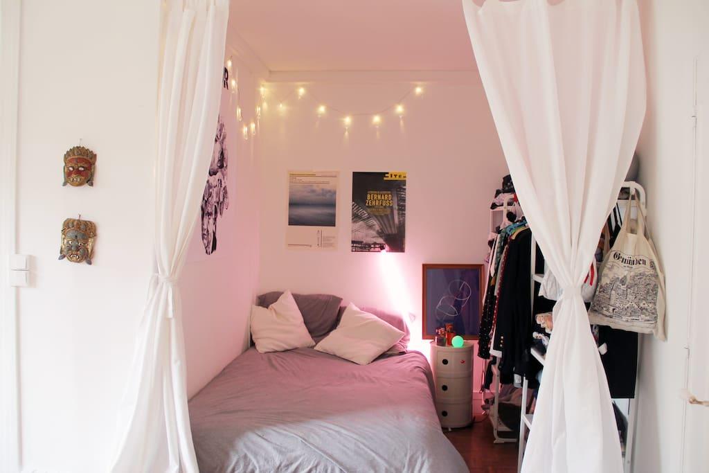 Espace cosy, vrai lit, et grand dressing idéal pour deux
