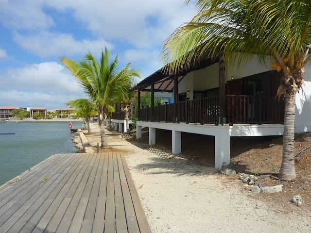Waterfront 3 bed as seen on HGTV Caribbean Life - Kralendijk - Huvila