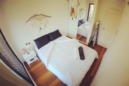 Lovely own room with balcony next to Darling/CBD