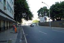 Nosso prédio, do lado esquerdo