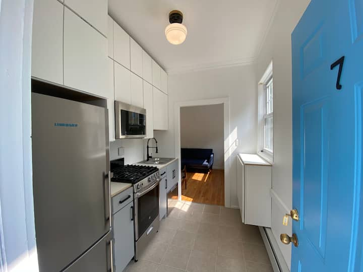 Cozy, Renovated East Rock Apartment w/ Laundry