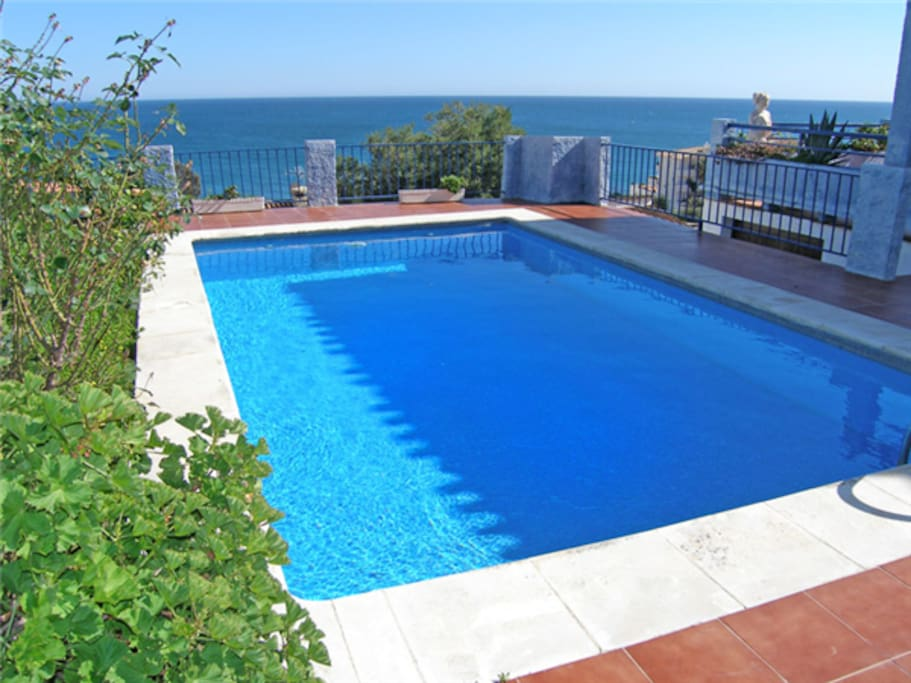 Pool size approx. 3.5 x 6 metres. Spectacular sea views