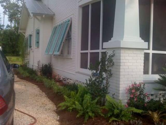 Old Mandeville Key West Style Cottage