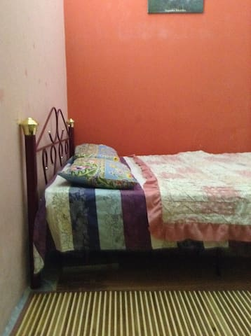 K.L cheapest/clean room (D)