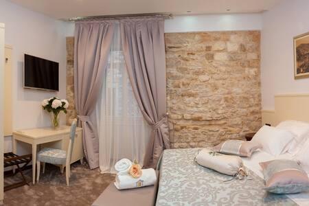 Antique Split Standard double room - Split, Croatia - Bed & Breakfast