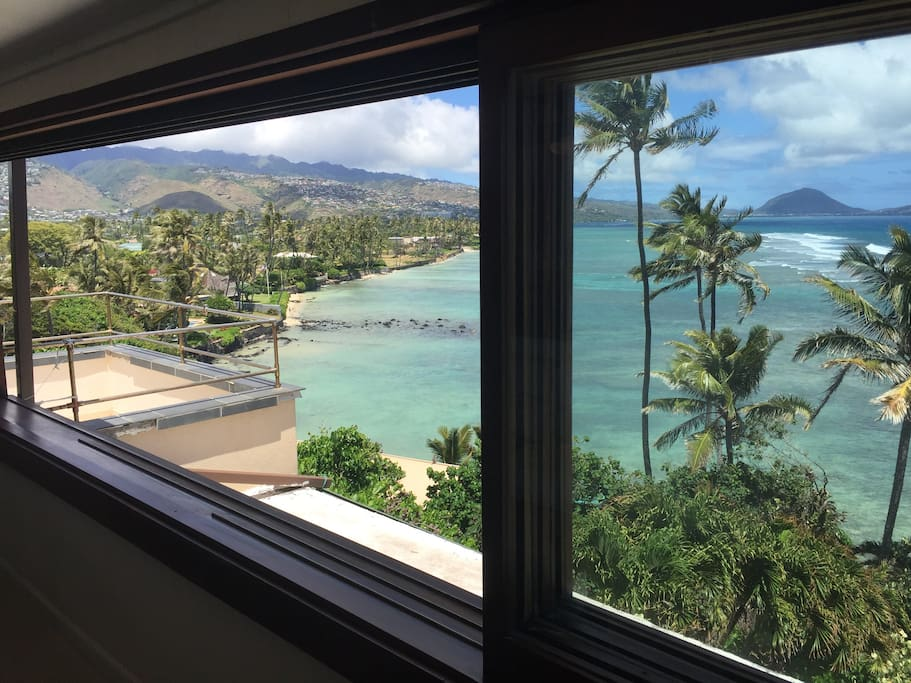 Simply unbeatable in Honolulu. Windows open up to fresh ocean air. No screen needed. Unobstructed and unbelievable.