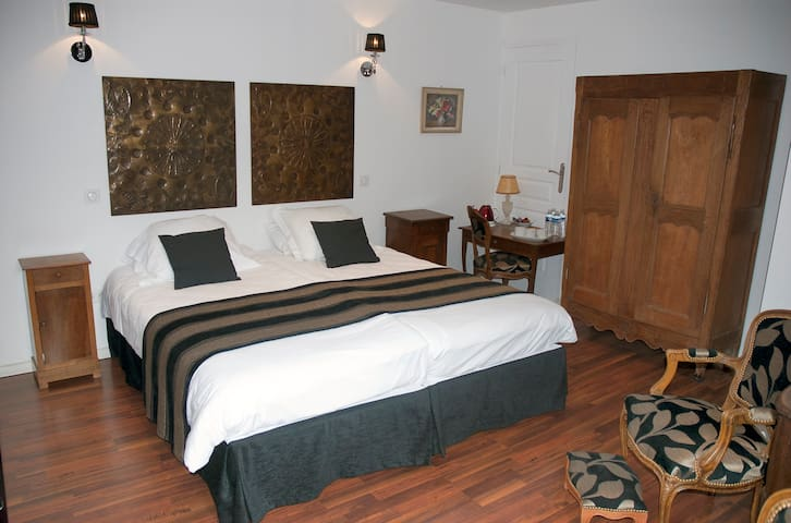 Spinning Bed and Breakfast Luxury - Saint-Quentin - Bed & Breakfast