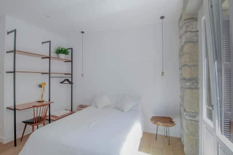 Upscale Private Ensuite Bed, Bath & Balcony