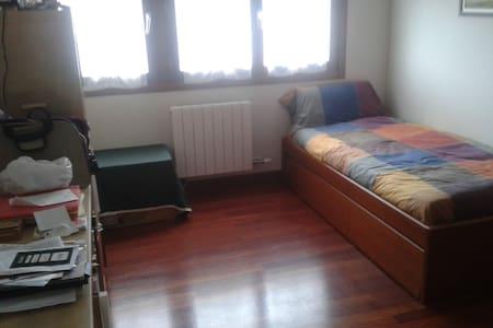 Habitación luminosa en piso moderno - Barakaldo - Appartement