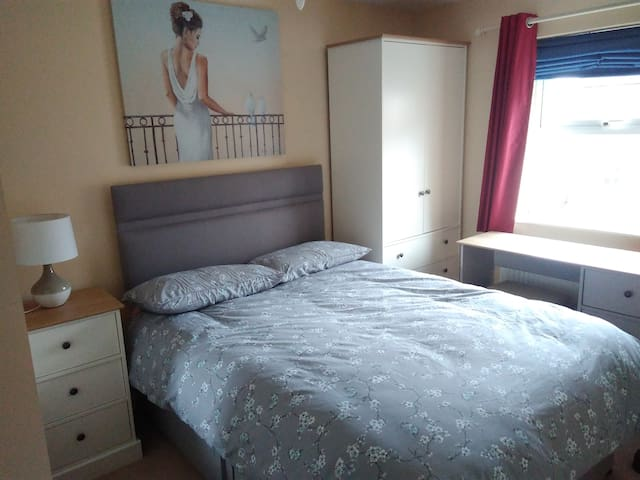 Cosy Double Room. Comfy and quiet - Northampton