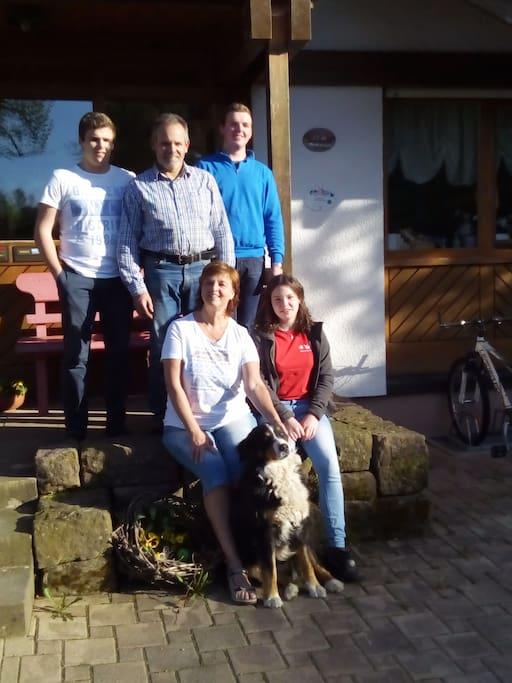 Deine GastgeberFamilie Lehmann mit Helmut, Monika, Micha, Mark und Liesa