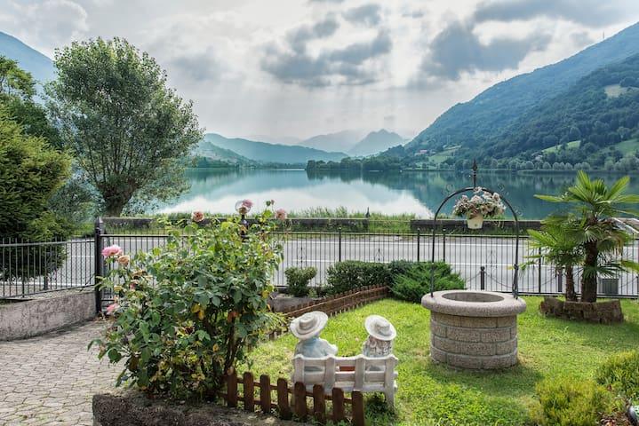 Villa con accesso diretto al lago.
