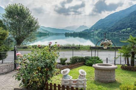Villa con accesso diretto al lago.  - Ranzanico Lago