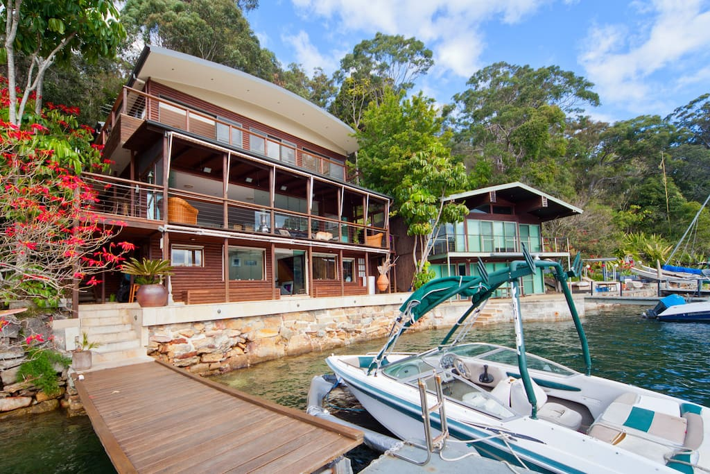 Cottage Point - Paradise found. Deep waterfront.