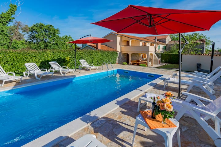 "Beautiful villa ""Ana"" with 2 apartments - Tinjan"