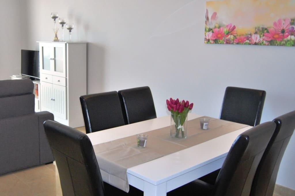 Salon con mesa para 6 personas