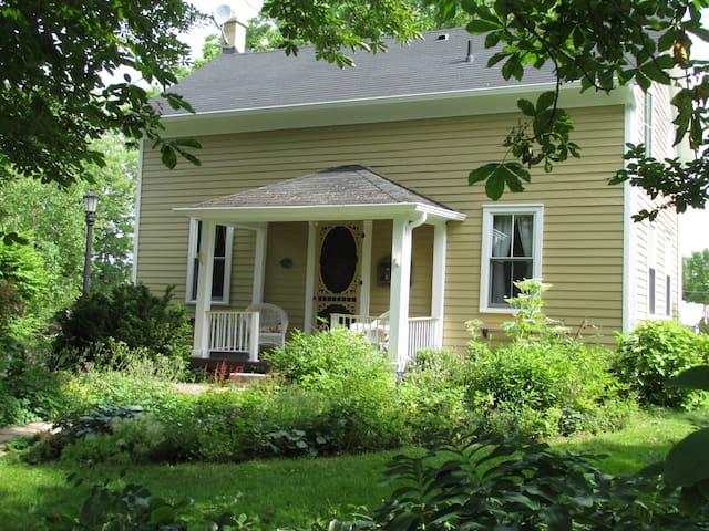 Century home B&B in Niagara area - Thorold - Bed & Breakfast