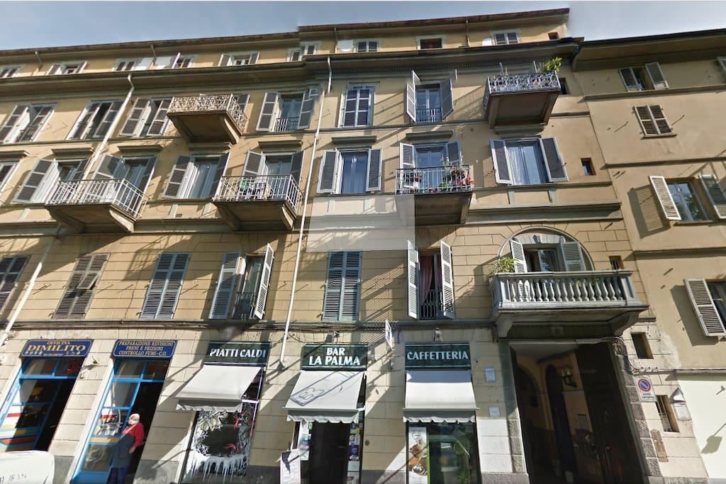 the apartment building/le bâtiment/Il palazzo dell'appartamento