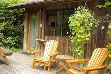 """SaunaHouse Cabin,1"""" stroll to beach - Bed & Breakfast"""