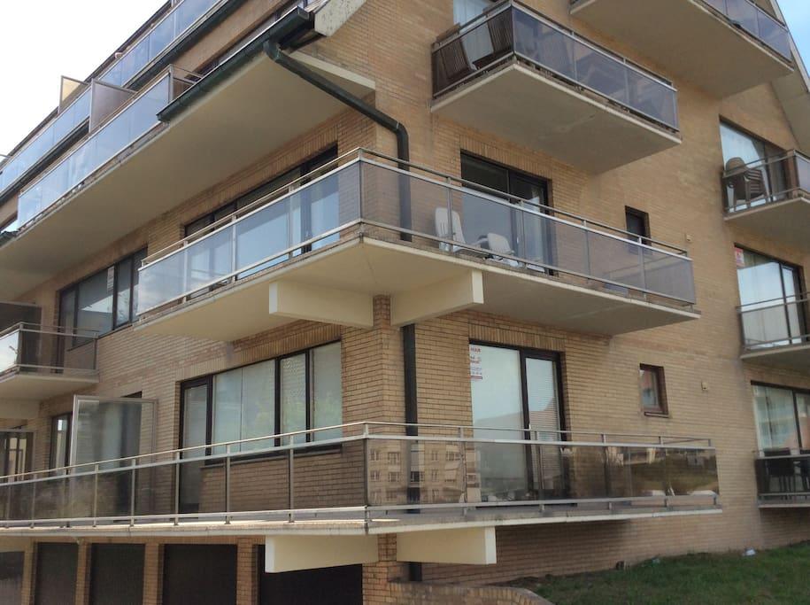 2ème étage avec grande terrasse de coin.