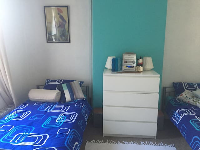 Large twin room close to local park