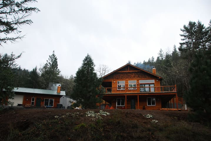 Beautiful Woodland Retreat Near Town, Dog Friendly - Medford - Casa