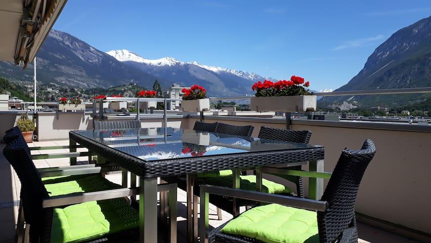 Attique 90 m2 avec terrasse et vue sur les alpes