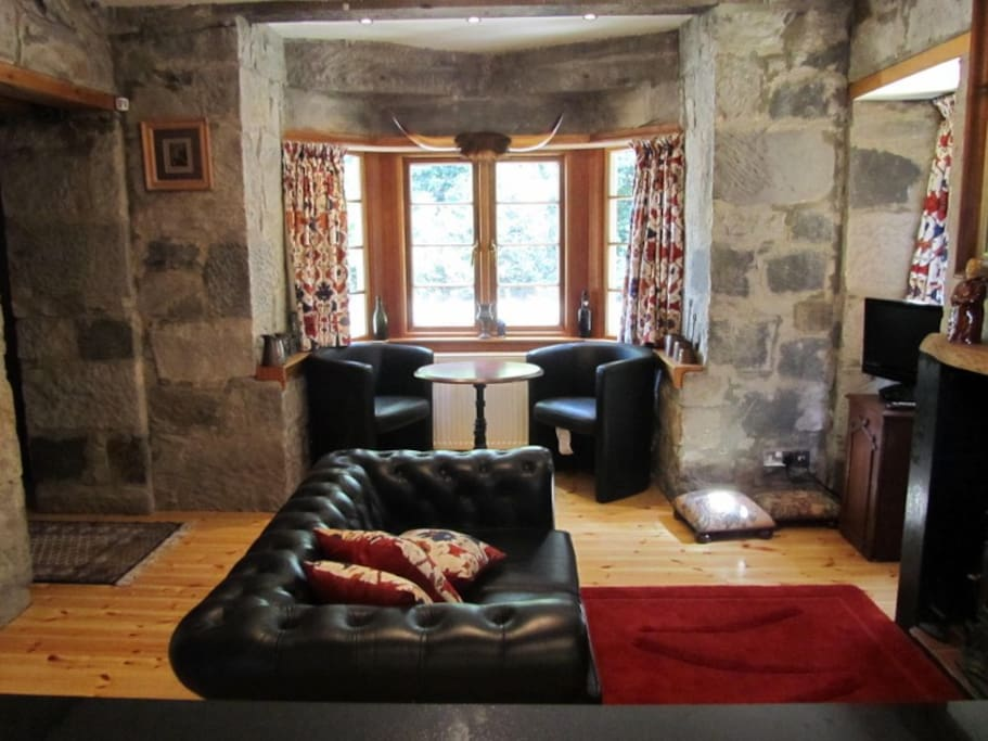 Beautiful orignial exposed stonework. Comfortable lounge with 'log' effect gas stove plus dining area. TV with ipod docking.