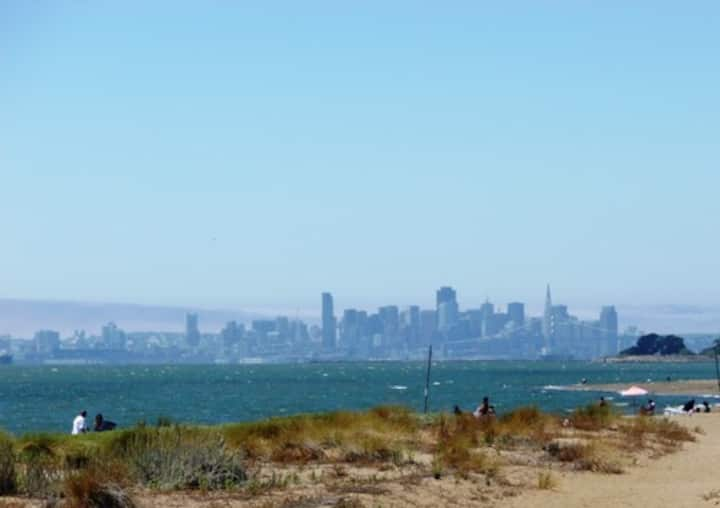 Alameda Seabreeze City Getaway Near Shops & Beach